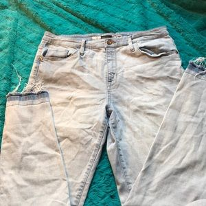 Light wash/ high rise skinny jeans